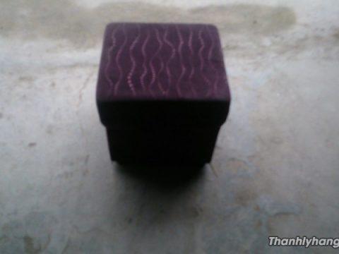 Thanh lý ghế sofa đôn vải nhung mới 95%