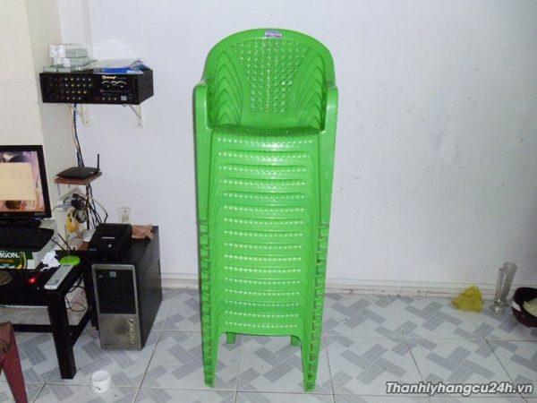 Thanh lý ghế nhựa xanh mới 95%