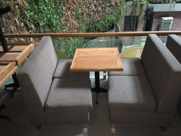 bàn ghế cafe nệm