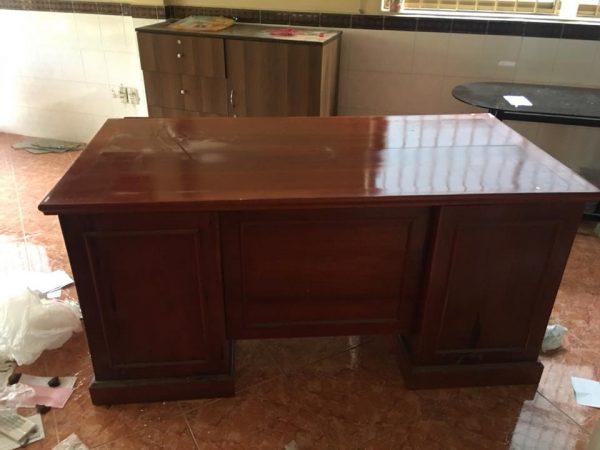 Thanh lý bàn giám đố gỗ gõ đỏ