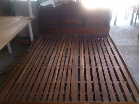 Thanh lý Giường gỗ căm xe dài 2m rộng 1,4m