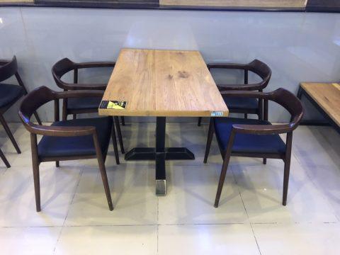 Bộ bàn ghế có tay vịn