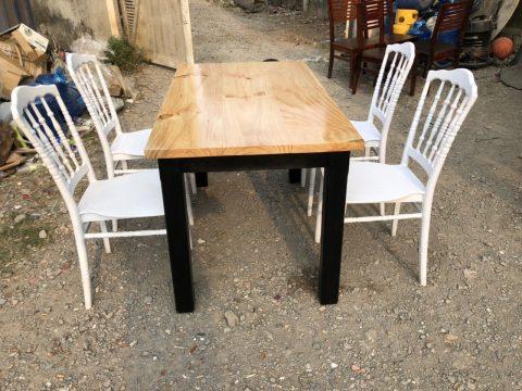 bàn ghế nhà hàng màu trắng