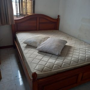 thanh lý giường gỗ 1,6m